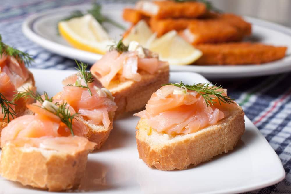 salmon-bruschetta-tapas