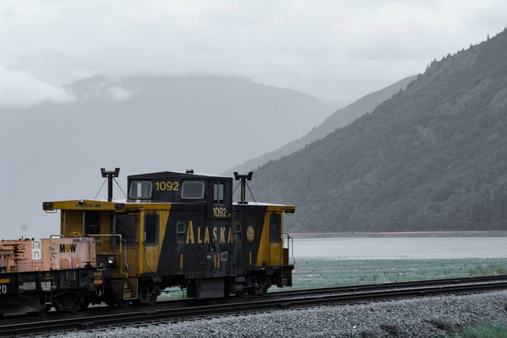 alaska-train-cook-inlet-zander-buteux