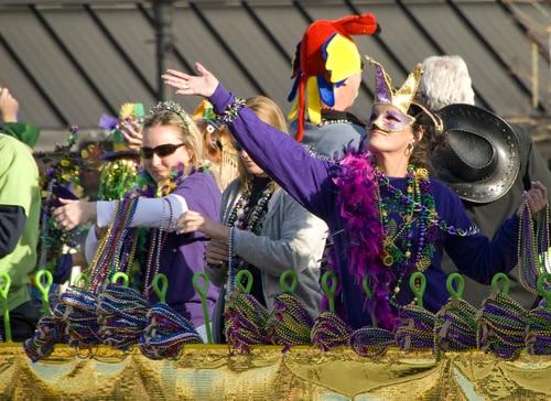 pensacola-parade-mardi-gras-beads