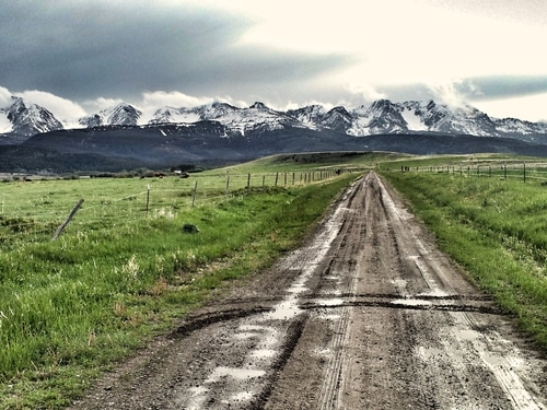 dirt-road-montana-bozeman-mountains-bridger