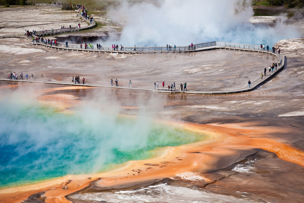 yellowstone-rainbow-geyser