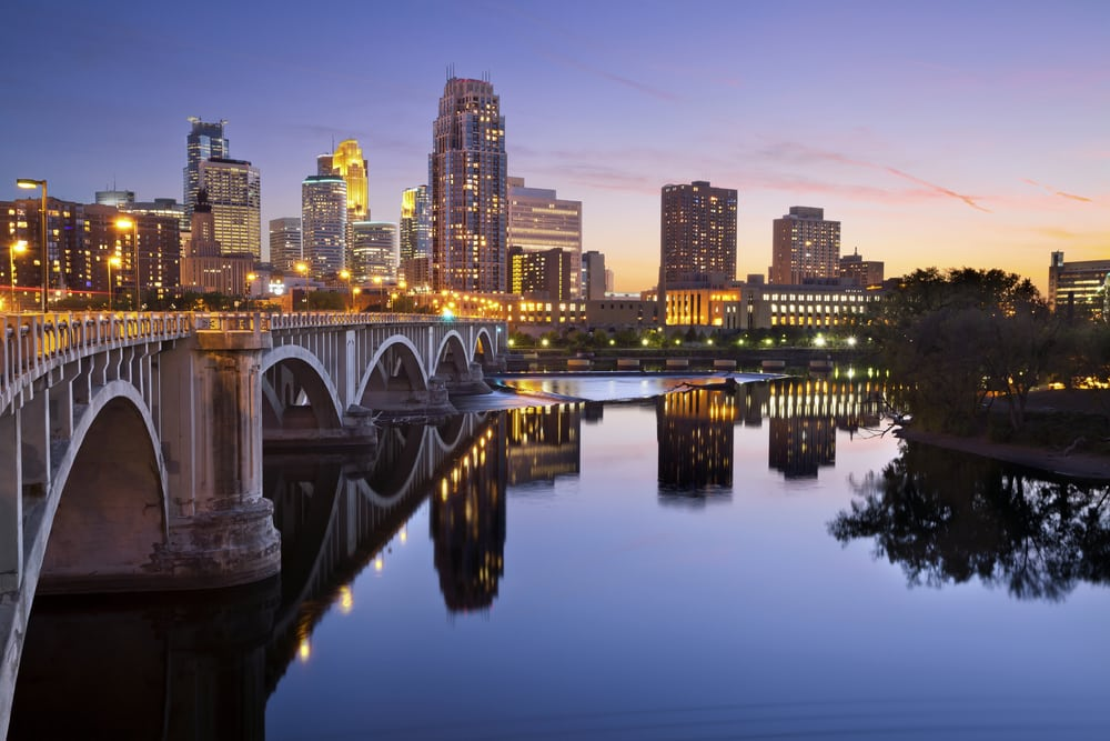 minneapolis-skyline-with-stone-bridge