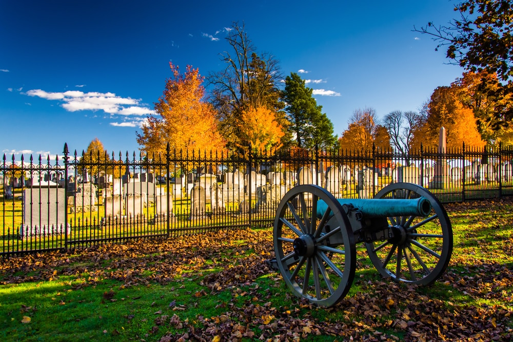 cannon-and-cemetery-at-gettysburg