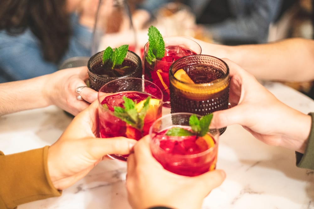 people-cheers-with-sangria