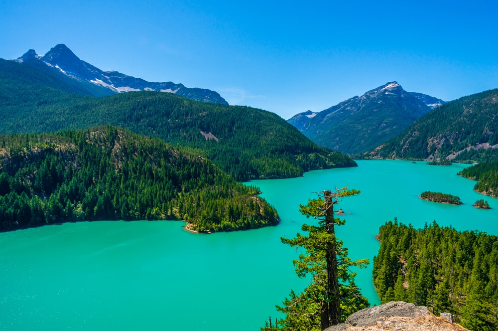 vibrant-blue-lake-diablo