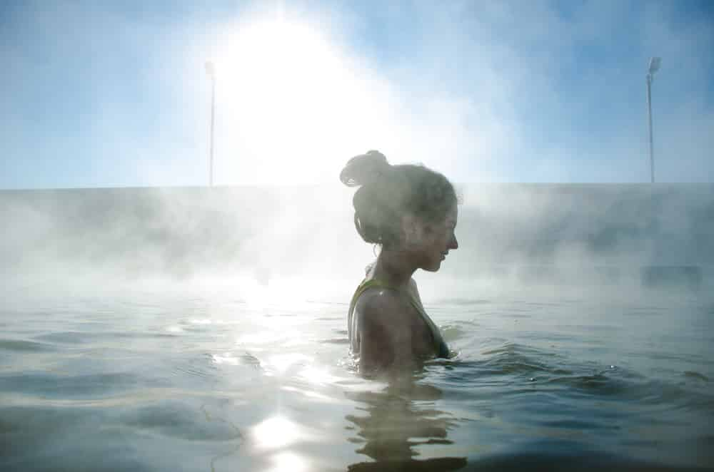 woman-swimming-in-hot-springs