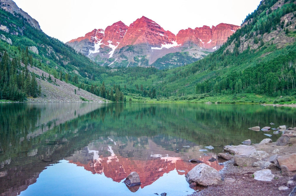 maroon-bells-mountains-at-sunrise