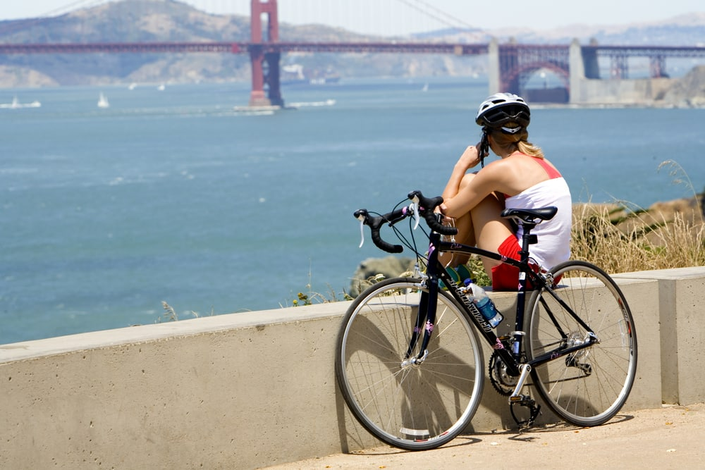biker-admiring-golden-gate-view