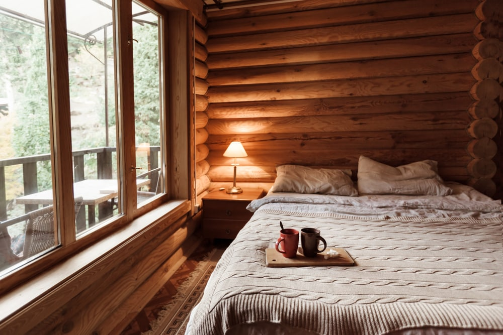 cozy-bedroom-in-cabin