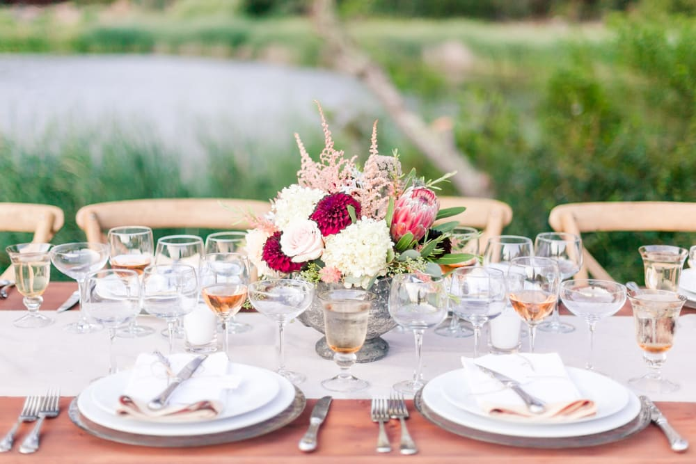 fancy-outdoor-table-setting