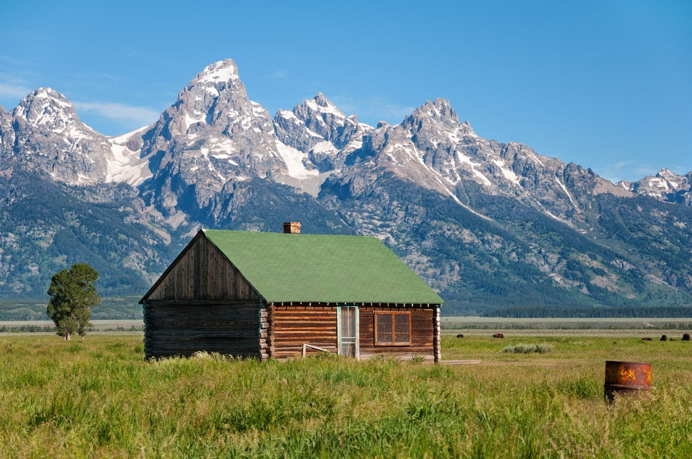 cabin-in-grand-teton-with-mountains