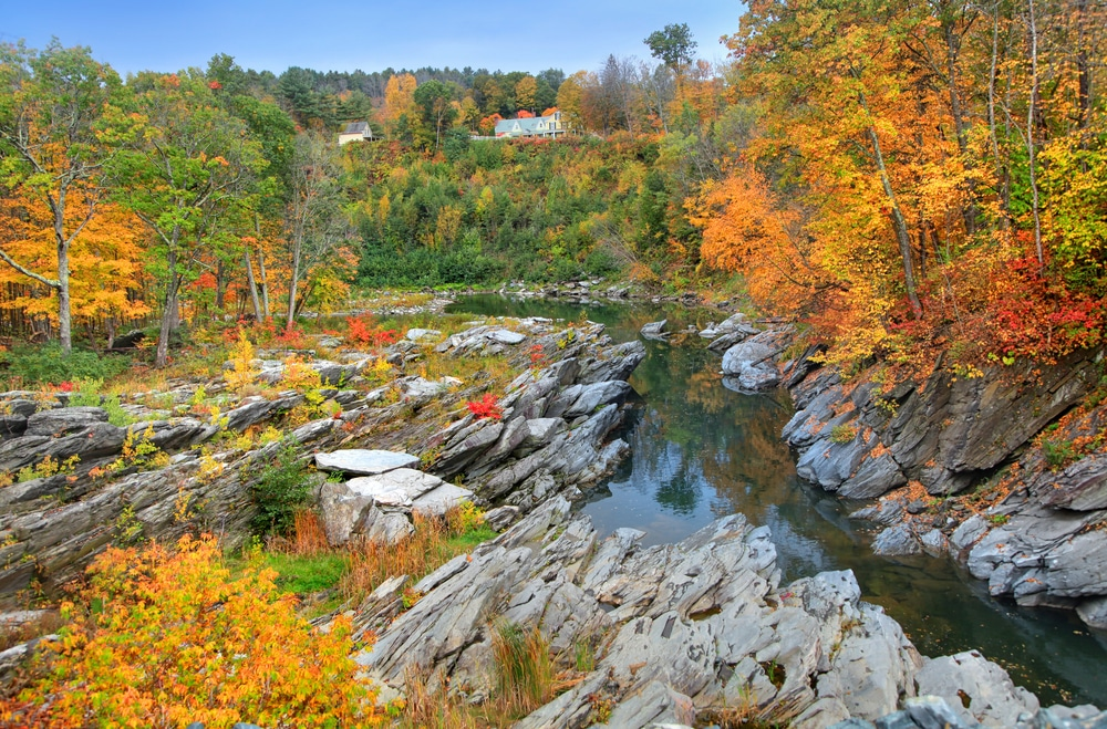 quechee-gorge-river-in-fall