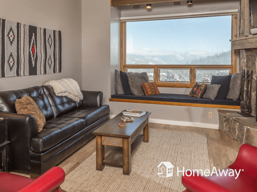 homeaway-living-room-view