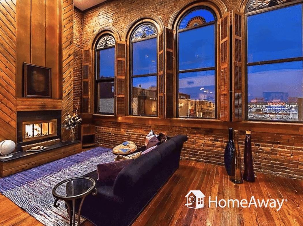 homeaway-nashville-living-room