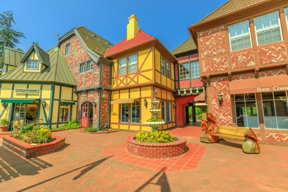 colorful-houses-in-solvang