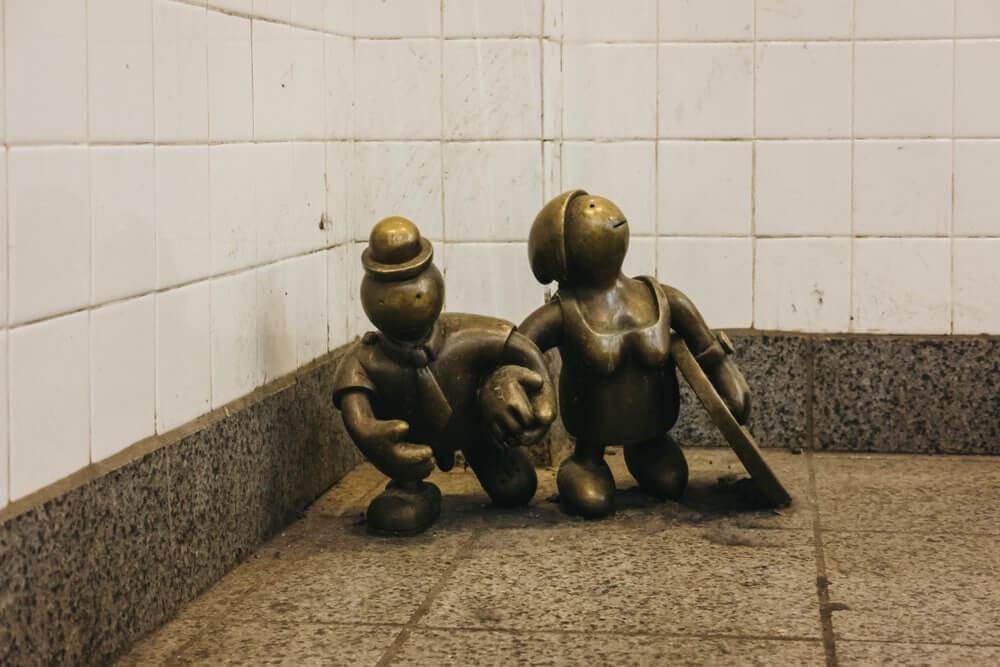 life-underground-bronze-statues