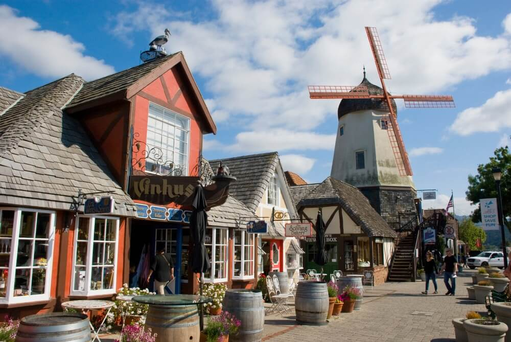 windmill-and-architecture-in-solvang
