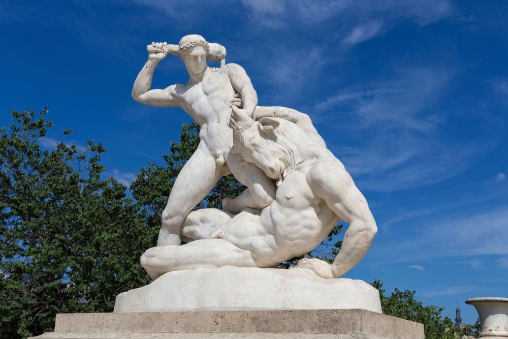minotaur-and-theseus-statue