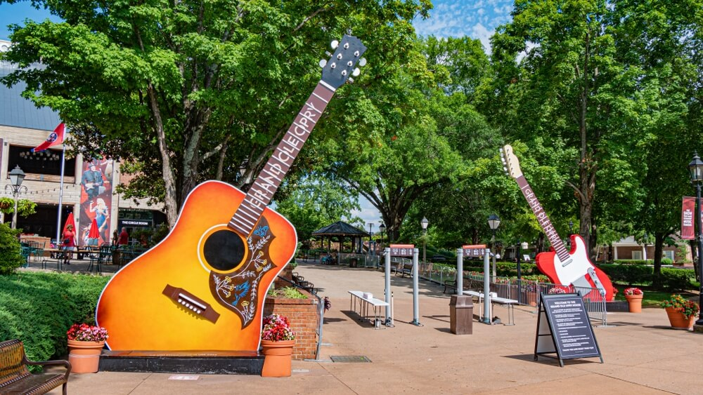 giant-guitars-at-grand-ole-opry