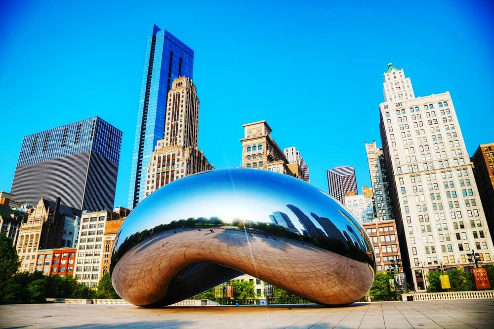 chicago-cloud-gate-with-buildings