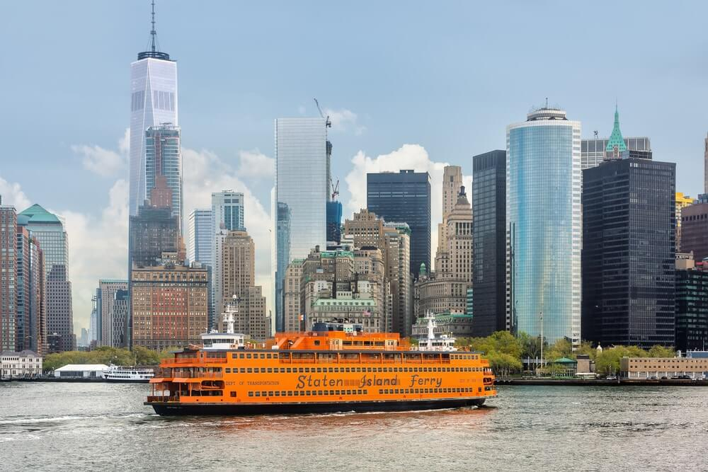 staten-island-ferry-by-buildings