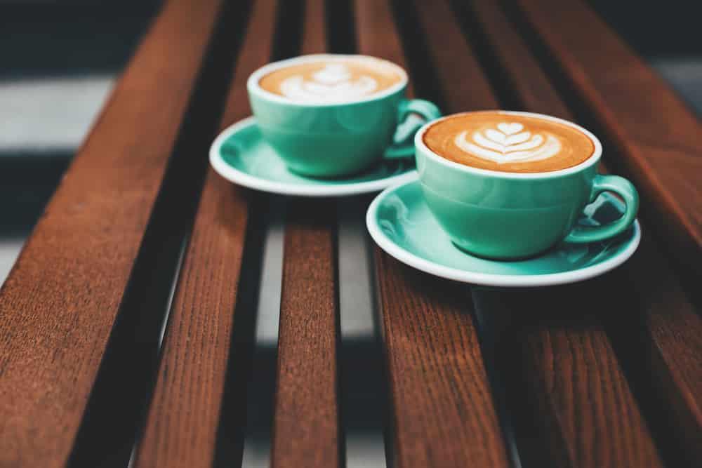 latte-art-in-green-mugs
