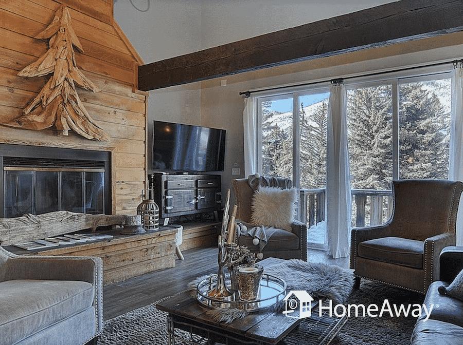 homeaway-cabin-living-room