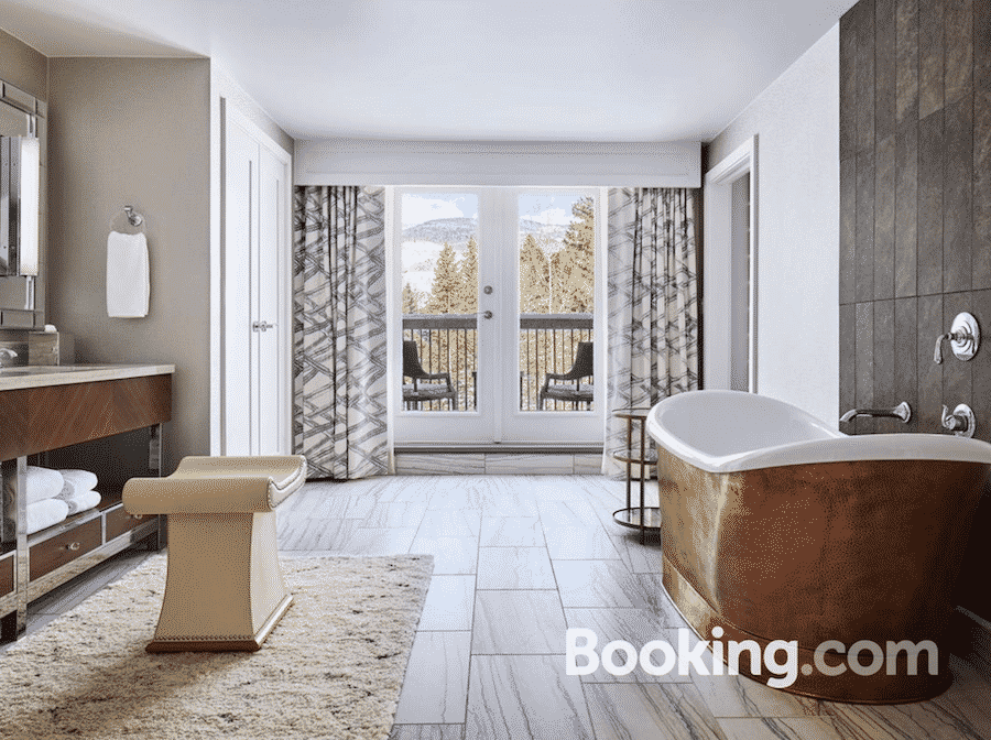 vail-hyatt-bathroom-with-tub