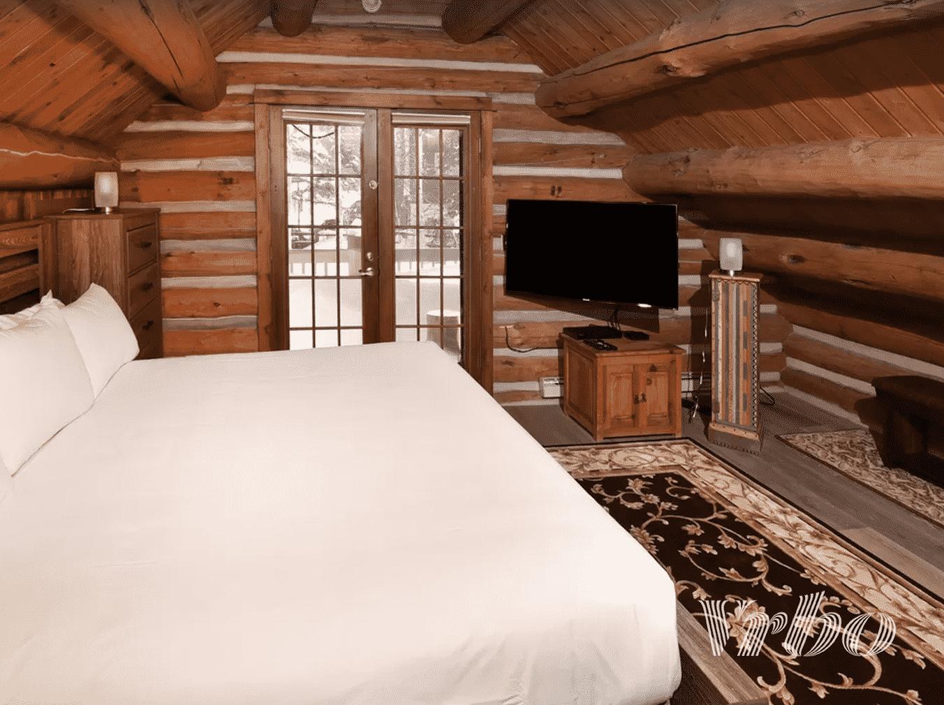 vail-cabin-bedroom