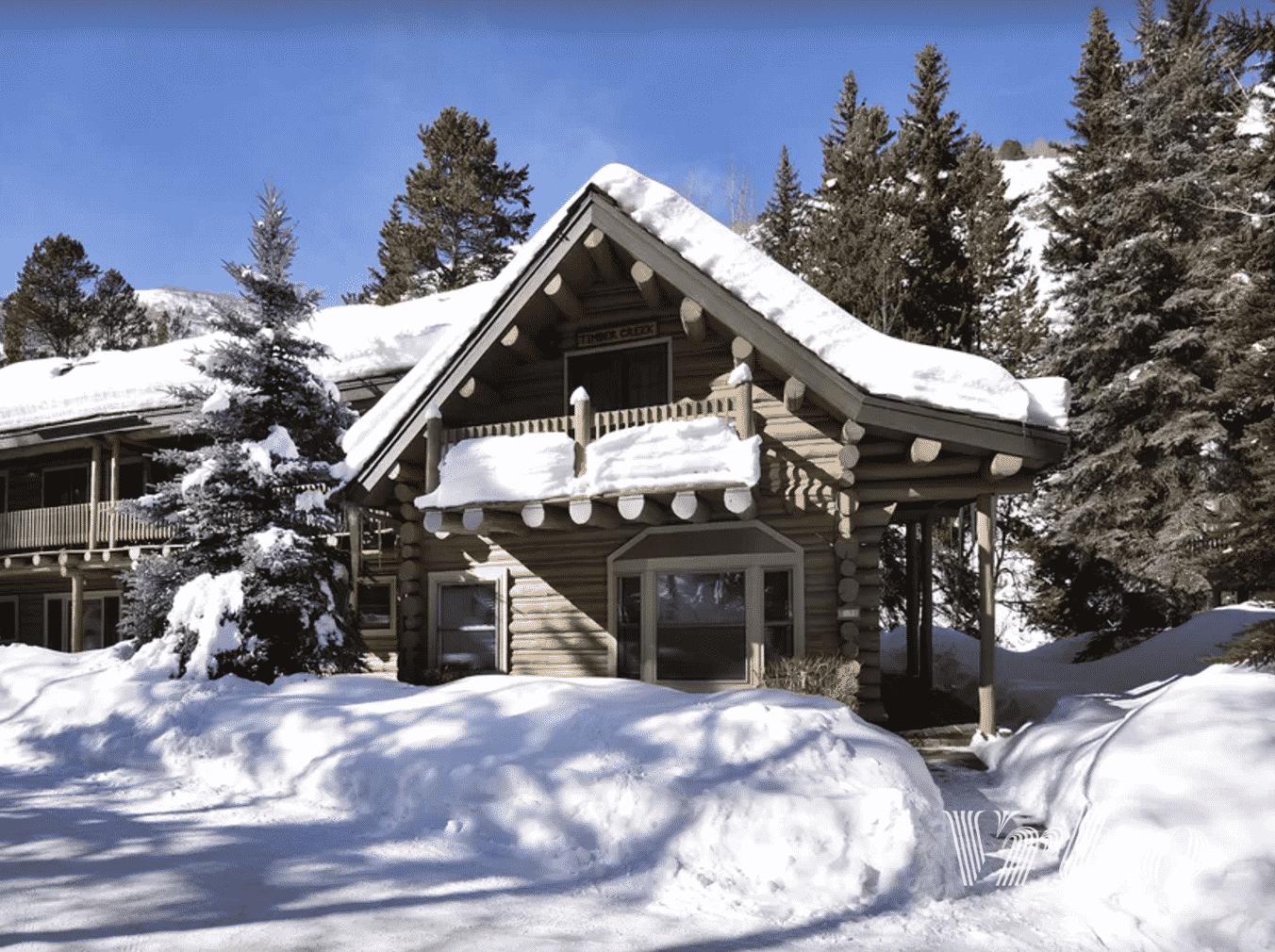vrbo-snow-on-cabin