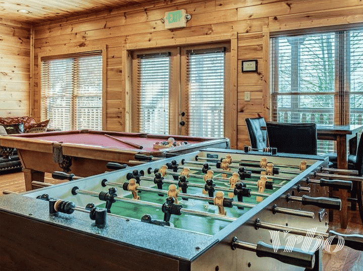 vrbo-gatlinburg-game-room