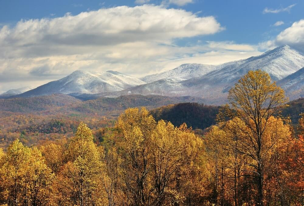 gatlinburg-snow-capped-mountains