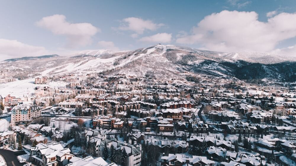 steamboat-springs-mountains-and-city