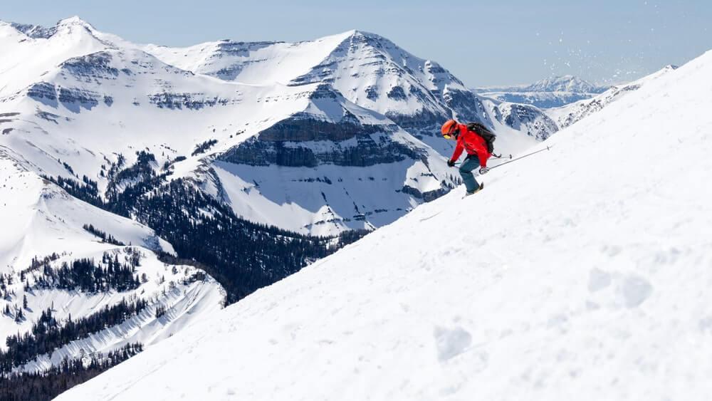 skiier-in-big-sky-mountains