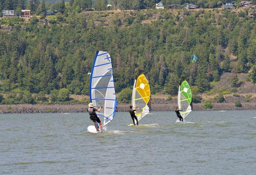 three-people-windsurfing